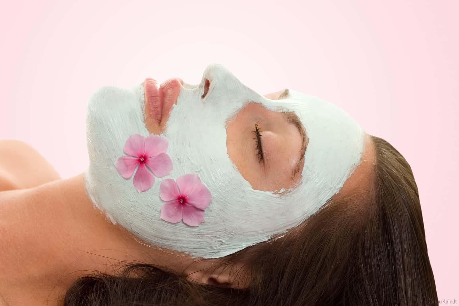 Kaip pasidaryti veido kaukę nuo spuogų