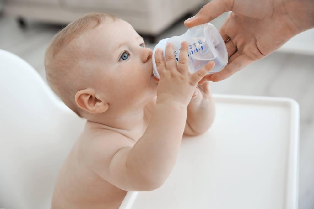 Ar žindomam kūdikiui reikia duoti vandens