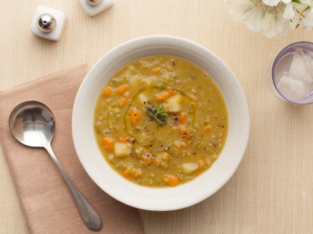 Kaip pagaminti skaldytų žirnių sriubą
