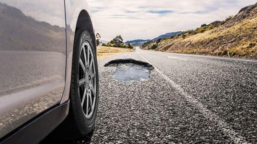 Blogi vairavimo įpročiai, gadinantys automobilio pakabą